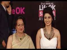 Tanishaa Mukerji with her mom at Life Ok Screen Awards 2015.