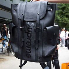 mentions j'aime, 29 commentaires - street central ™ (@ Backpack Outfit, Backpack Bags, Leather Backpack, Travel Backpack, Satchel Handbags, Lv Handbags, Ootd Men, Supreme Backpack, Fashion Bags