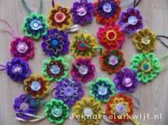 Bloemen van chenilledraad