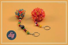 How to make handmade cool keychains - craft ideas Keychain Diy, Cool Keychains, Crafty Projects, Projects To Try, How To Make Clay, Pinterest Crafts, Melting Beads, Passementerie, Camping Crafts