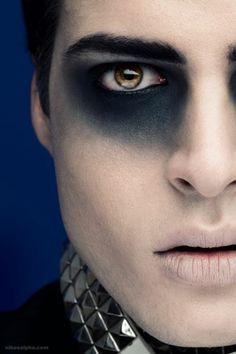 Halloween-Make-up für ein schreckliches männliches Gesicht - Halloween Gothic Makeup, Fantasy Makeup, Dark Makeup, Dramatic Makeup, Halloween Men, Halloween Face Makeup, Halloween Ideas, Male Halloween Costumes, Halloween Dinner