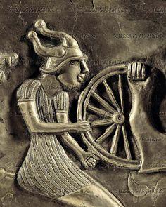 9-01-03/22 VESSEL 3RD BCE-1ST CE A man with a horned helmet and a spokewheel. Gundestrup Cauldron, inner plate. Detail of 09-01-03/15 Embossed silver, gilded (1st BCE) National Museum, Copenhagen, Denmark