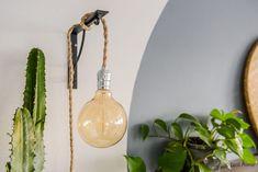 Een ronde cirkel verven op de wand in de slaapkamer ©BintiHome Boho Chic, Light Bulb, Bedroom Ideas, Home Decor, House, Decoration Home, Room Decor, Home, Light Globes