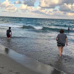 En el mar la vida es mas sabrosa. #oceanbeach #hollywoodbeach #florida #lifeisgood #saturday
