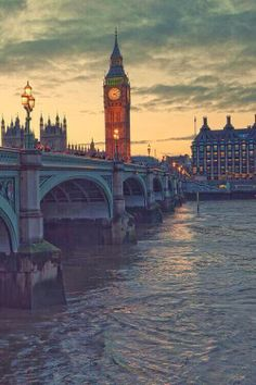 One of my favourite sights in London.  I used to walk over that bridge often and look back at Big Ben 7.+paris+london+trip+habituallychic.jpg 500×750 pixels