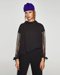 BLOUSE WITH FLOWING COLLAR