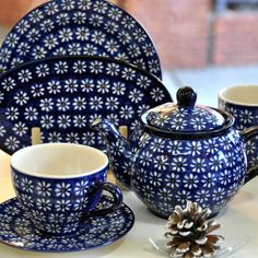 Cute polish pottery set for those who love the navy color.
