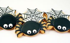 Halloween Spider Web Decorated Cookies at katieduran on Etsy Halloween Cookies Decorated, Halloween Sugar Cookies, Halloween Treats, Halloween Decorations, Decorated Cookies, Halloween Baking, Halloween Cakes, Halloween Spider, Fall Halloween