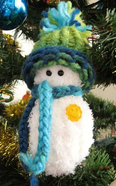 Loom knit -Frostiest snowman by Guppy Girl Loom Knitting Stitches, Spool Knitting, Knifty Knitter, Loom Knitting Projects, Yarn Projects, Knitting Tutorials, Kid Projects, Knitting Videos, Free Knitting
