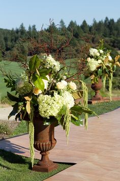 Large-Floral-Manzanita-Hydrangea-Urn-Arrangement, Great for an arrival arrangement at a weeding :-) Different flowers tho