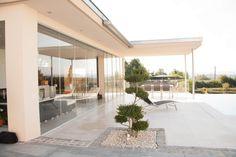 Glasschiebetüren für Wellnessraum von Sunflex! #Poolhaus #Verglasung