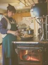 Operating a wood cook stove is fairly straightforward, but many seem to have the most difficulty with baking in one. Off Grid Homestead, Wood Stove Cooking, Natural Health Remedies, Water Systems, Homesteading, Recipe Collections, Baking, Cast Iron, Modern