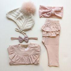 pink delights #bonnet #knitting #bodysuit #ruffle #headband #hårbånd #leggings #hue #kyse #juliedausell
