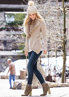 Stone Faux fur zipper cardigan, seamless cami, color skinny jeans, bootie, fringe shoulder bag from VENUS Winter Fashion Outfits, Fall Winter Outfits, Winter Dresses, Fashion Ideas, Fashion Trends, Cozy Winter Fashion, Autumn Fashion, Mode Outfits, Casual Outfits