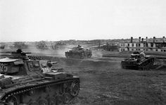 Panzers Kpfw.III of 24.Armored Division  reach the suburbs of Stalingrad, August 1942. The Russians lured the Germans into the city where tanks were practically useless. #worldwar2 #tanks