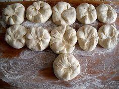 Placinta cu varza si cartofi de post, Rețetă Petitchef Pastry And Bakery, Sweets Recipes, Garlic, Vegetables, Food, Amelia, Cakes, Salads, Essen
