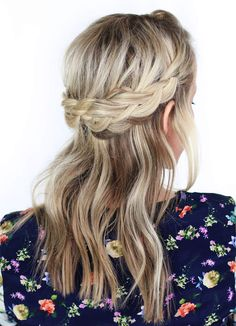 Perfect twisted crown braid for short hairstyle Party Hairstyles, Short Bob Hairstyles, Latest Hairstyles, Celebrity Hairstyles, Wedding Hairstyles, Wedding Updo, Hair Styles 2016, Short Hair Styles, Large Forehead Hairstyles
