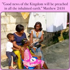 Abidjan, Côte d'Ivoire — Offering the brochure Listen to God. Fast Facts — Côte d'Ivoire ✿ 21,200,000 — Population ✿ 9,664 — Ministers who teach the Bible ✿ 247 — Congregations ✿ 1 to 2,194 — Ratio of Jehovah's Witnesses to population.