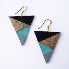 Boucles d'oreilles triangle - cuir noir doré gris turquoise - attache plaqué or