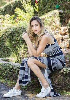 Vestido longo com fenda lateral e estampa e listras brancas e azul marinho- Coleção Alto Verão 2017