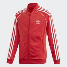 A classic sports look that shows off authentic adidas Originals style. This juniors' track jacket has iconic details like a ribbed stand-up collar and contrast on the sleeves. For a modern touch, the tricot fabric is made with recycled polyester fibers. Adidas Superstar, Popular Mens Jeans, Nike, Sports Football, Denim Jacket Men, Men Shorts, Men's Denim, Denim Jackets, Jean Jackets