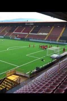 El equipo manudo entrenando en el Estadio Morera Soto