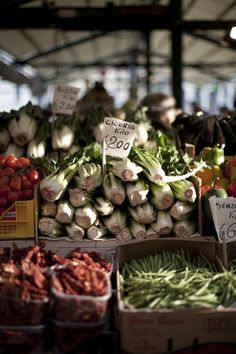 Venice Market by Helen Cathcart for Sunday Times Travel Fruit And Veg, Fruits And Veggies, Vegetables, Farmers Market Recipes, Good Food, Yummy Food, Vegan, Street Food, Farmers Market