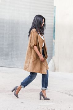 Walk in Wonderland: H&M faux suede camel coat + Steve Madden Primpy pump in grey nubuck