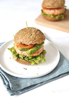 Zalmburger met avocado