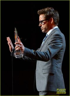 ✌️Robert Downey Jr. - People's Choice Awards 2013 Winner!✌️ Crediti: Just Jared Passate dal nostro gruppo : https://www.facebook.com/groups/907125109438778/ Instagram : https://www.instagram.com/robert.downey.jr.italy/ -Stark-
