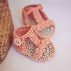 Crocheted strappy baby sandels