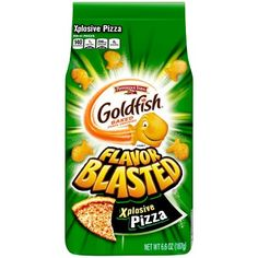 Goldfish Crackers - Flavor Blasted Explosive Pizza - - Pepperidge Farm are famous for their iconic and adorable goldfish shaped baked crackers and now they've been blasted with explosive pizza flavour! Perfect for party buffets or when hunge Pepperidge Farm Goldfish, Campbell Soup Company, Goldfish Crackers, Animal Crackers, Pizza Snacks, Pizza Flavors, Sour Cream And Onion, Breaded Chicken, Saveur