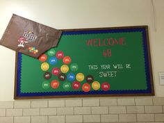 25 Back to School Bulletin Board ideas - Hike n Dip Back to School Bulletin Board Ideas to welcome the kids to a brand new year with loads of fun and excitement. These Welcome Back bulletin board are so great Candy Bulletin Boards, School Welcome Bulletin Boards, August Bulletin Boards, Elementary Bulletin Boards, Christian Bulletin Boards, Kindergarten Bulletin Boards, Reading Bulletin Boards, Winter Bulletin Boards, Classroom Bulletin Boards