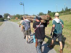 In Teamarbeit und viel Schweiß wurde das Material für den Lagerbau aus dem Wald getragen.  SYSTEMA Austria Sommercamp 2015 Bucket Hat, Material, Fashion, Teamwork, Woodland Forest, Kids, Moda, Bob, Fashion Styles