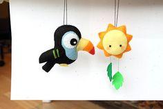 PDF Pattern Felt Toucan and Sun Ornament por typingwithtea en Etsy Halloween Ornaments, Felt Ornaments, Felt Patterns, Mosaic Patterns, Felt Puppets, Felt Snowman, Felt Birds, Felt Decorations, Felt Toys
