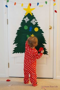 Kid-Proof Christmas Tree from felt that doesn't require putting holes in the wall!  Inexpensive and super cute