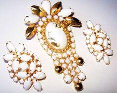 Holiday Brooch Earring Demi Set Gold Copper Flutz Milk Glass Gold Metal Juliana? Vintage