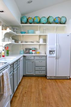 Countertop with grey cabinets, white appliances: Silestone Norte Blanc Kitchen Redo, Kitchen Backsplash, New Kitchen, Kitchen Remodel, Kitchen Cabinets, Kitchen Shelves, Design Kitchen, Kitchen Ideas, Kitchen Stuff