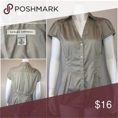 BANANA REPUBLIC short sleeve button down shirt Size 10 stretch in good condition Banana Republic Tops Button Down Shirts