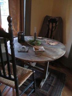 Primitive Tables, Primitive Furniture, Country Primitive, Old Tables, Outdoor Tables, Outdoor Decor, Farm Tables, Primitive Christmas, Christmas Home