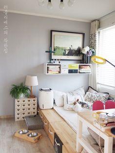 가로 145센티, 세로 270센티 정도의 완전 큼직한 평상형 침대 잠자는 공간 + 주생활 공간