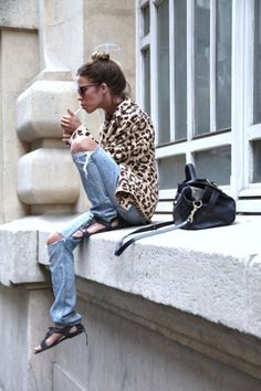 The only UGLY thing about this outfit is the fact she is SMOKING!! GROSS!!!! leopard+ boyfriend jeans