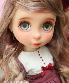 A sweet repainted Disney Animator doll. Disney Baby Dolls, Disney Princess Dolls, Baby Disney, Disney Rapunzel, Ooak Dolls, Blythe Dolls, Art Dolls, Pretty Dolls, Beautiful Dolls