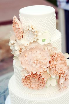 Why It Works Wednesday: Milk Glass Inspired Vintage Wedding Cake | Cake by Designer Cake Shop | Photograph by Chantel Marie Photography via Style Me Pretty http://www.storyboardwedding.com/why-it-works-wednesday-vintage-milk-glass-cake-with-stunning-sugar-floral-sash/