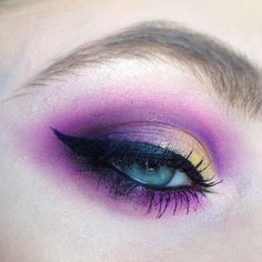 "12 Likes, 1 Comments - Stephanie (@stefaniefree15) on Instagram: ""Purple and gold half cut crease #makeup #motd #eye #eyes #eotd #fotd #eyemakeup #purple #gold…"""