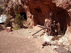 Remains of the Last Chance Mine on the Horseshoe Mesa in Grand Canyon National Park, Arizona, USA #hiking #arizonaguide #arizona