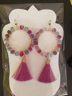 Pin by Bronwyn Steenhuisen Matthews on Earrings inspiration Tassel Jewelry, Wire Jewelry, Beaded Jewelry, Jewelery, Diy Jewelry Projects, Jewelry Crafts, Bijoux Design, Jewelry Design, Earrings Handmade