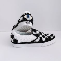 Shoes by Vans Custom Culture ambassador, London Kaye. London Kaye, Vans Custom, Vans Girls, Aesthetic Shoes, Yarn Bombing, Trendy Shoes, Shoe Game, Vans Shoes, Clothing Ideas