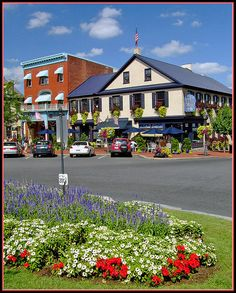 Town Square - Gettysburg by sjb4photos, via Flickr