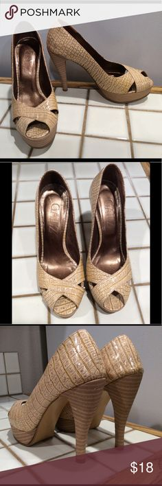 Galz Platform Heels  sz 5 They are in great used condition. A few scuffs on the heels. Galz Shoes Heels